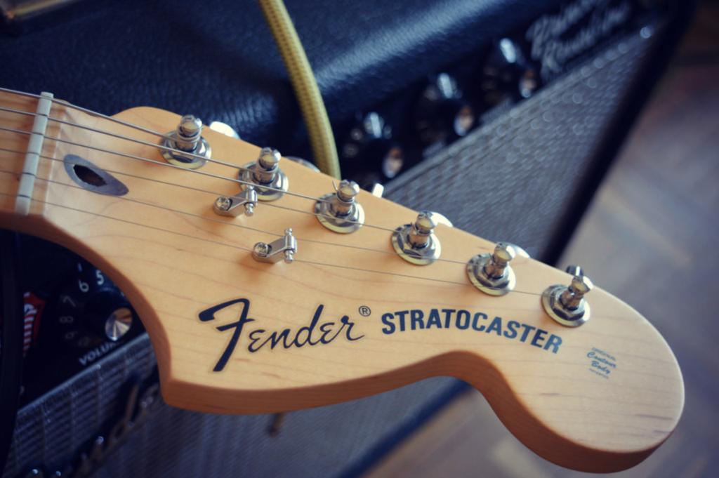 Fender Strato guitarra
