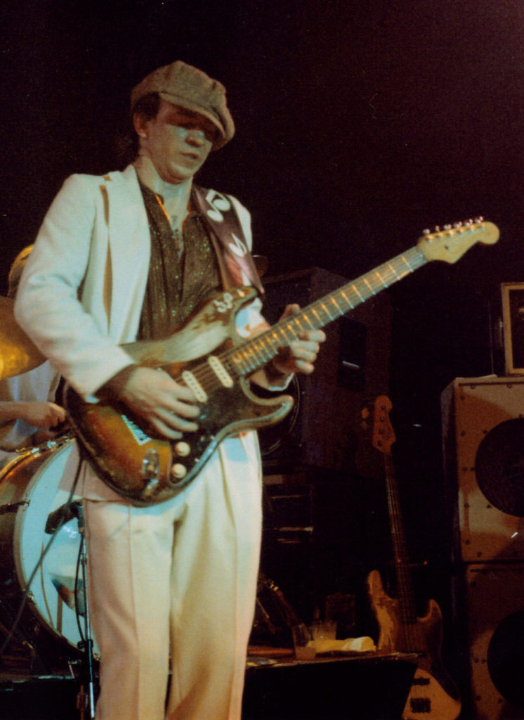 Stevie Ray Vaughan solia tocar una fender stratocaster
