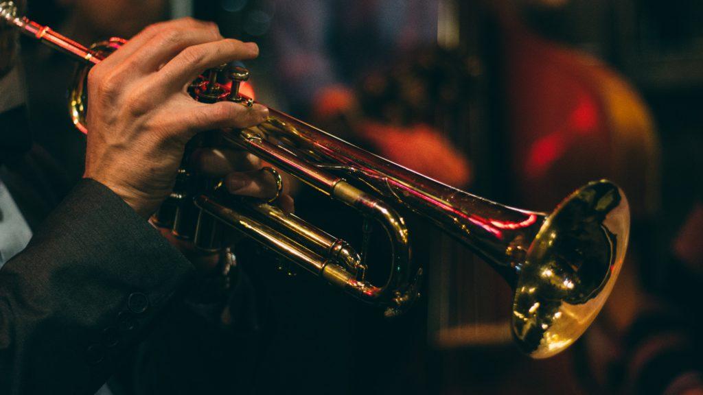 Imagen de una trompeta normal