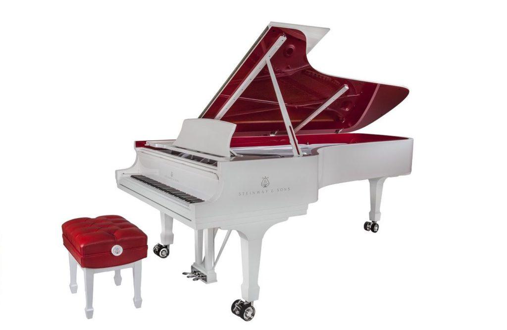 El tercer piano mas caro del mundo es el Red Pops Parlor Grand Piano