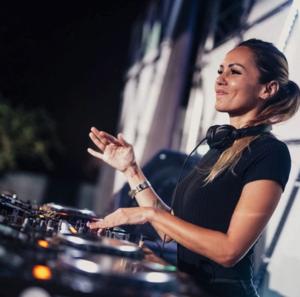 Deborah De Luca, una delas DJs de techno con más experiencia
