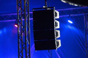 Altavoces de tipo pasivo en escenario
