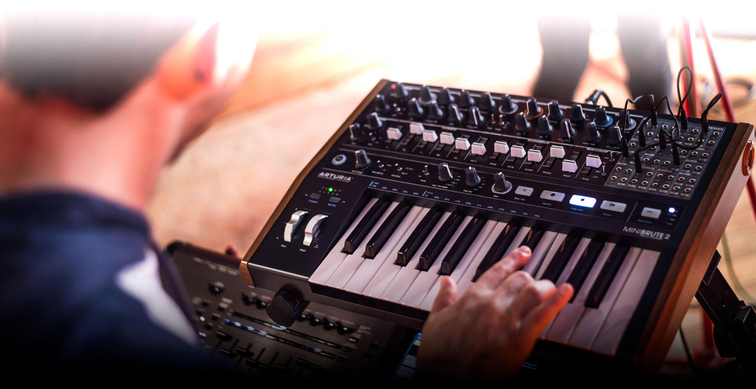 Cinco sintetizadores polifónicos con muy buena relación calidad/precio - Imagen