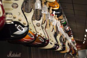 tamaños de distintos tipos de guitarras electricas