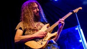 Guthrie Govan es un guitarrista alternativo de lo mejor actual