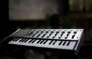 Encuentra todo lo que debes saber antes de comprar un teclado MIDI