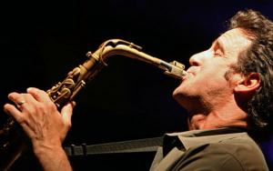 Eric Mariethal usa boquillas para saxofón típicas de jazz