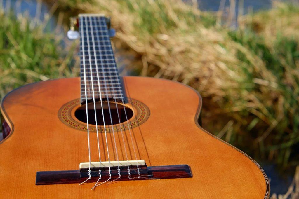 cambiar cuerdas de guitarra
