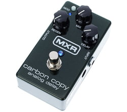 MXR Carbon Copy delay pedal guitarra efectos pedalera